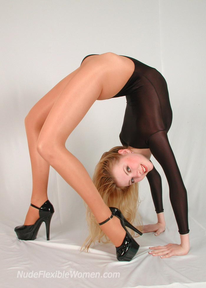 Nude flexible women