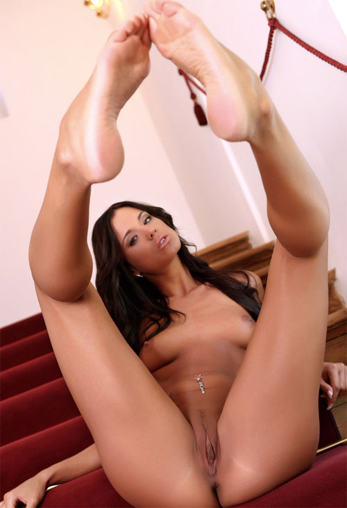 Beautiful flexible girl Jessie